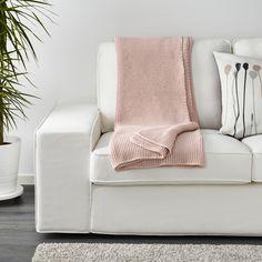 INGABRITTA, la manta que suaviza tu descanso en el sofá. €29,99