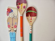 handmade wooden folk art mini clothespin dolls by mooshoopork Painted Spoons, Wooden Spoons, Hand Painted, Posca Art, Spoon Art, Art Populaire, Clothespin Dolls, Clothespin Magnets, Pintura Country