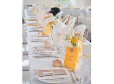 Table mariage jaune blanc avec Menu