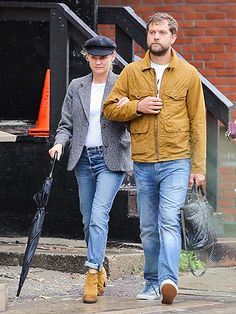 Star Tracks: Tuesday, September 22, 2015 | WE SHINE TOGETHER | Coordinated couple Diane Kruger and Joshua Jackson make their way through Toronto, Canada, on Saturday, the final day of the Toronto International Film Festival.