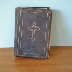 Vintage book   Old German bible 1910 leather bound