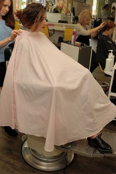 Bald Girl, Salon Chairs, Barber Chair, Beauty Shop, Hairdresser, Salons, Flower Girl Dresses, Shaved Heads, Hair Beauty