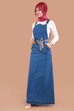 ** BAHÇIVAN ETEKLER ** Ekose Kemerli Cepli Kot Jile Açık Kot Ürün Kodu: ZRD0495 --> 79.90 TL The Dress, High Neck Dress, Curvy Women Fashion, Womens Fashion, Hijab Cartoon, Denim Overall Dress, Unique Dresses, Big And Beautiful, Hijab Fashion