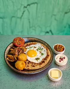 Bottomless brunches in London are virtually everywhere but choosing the finest is tough. Here are the best places to tuck into prosecco, pancakes and pastries in the capital. London Cafe, London Market, London Shopping, London Food, London Hotels, London Restaurants, London Travel, London Places, Shopping Travel