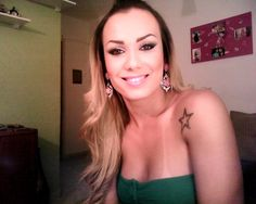 Travesti Kalena Rios no quarto