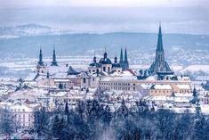 Výhled, který se většině lidí (doufejme) nenaskytne...  Pohled na město z heliportu Fakultní nemocnice Olomouc.