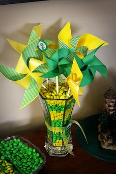 John Deere Theme birthday party. Switch the colors for any theme. Adore the pinwheels!