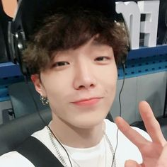 #SBSYoungStreetRadio special guest DJ #iKON #Bobby