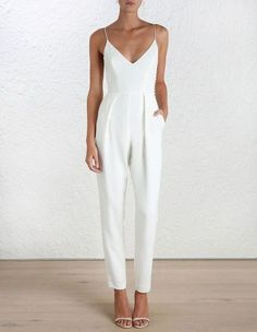 Bridal Shower outfit: classic and dressy white jumpsuit and minimalist white heels Mode Chic, Mode Style, Mode Monochrome, Rehearsal Dinner Outfits, Rehearsal Dinners, Wedding Rehearsal Outfit, White Rehearsal Dinner Dress, Summer Bridal Showers, Mode Inspiration