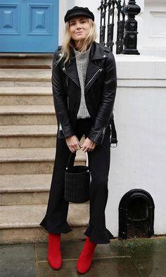 Jaqueta couro preta Blusão cinza Jeans preto Bota vermelha Boina