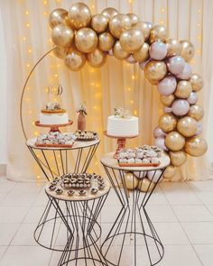 Check out amazing tips for organizing your event and be inspired by the most romantic decorations that you& seen for a simple engagement and beautiful! Birthday Balloon Decorations, Valentines Day Decorations, Baby Shower Decorations, Romantic Decorations, Plastic Bottle Crafts, Baby Shower Desserts, Cake Table, Decoration Table, Balloons