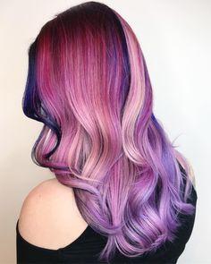 This babes hair makes my eyes 😍👀 #modernsalon #behindthechair #pravana #presleypoe #olaplex #estetica #balayage #imallaboutdahair…