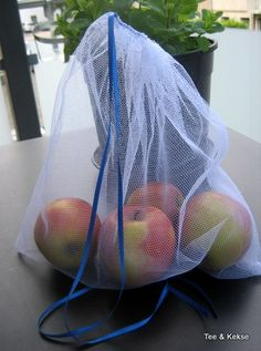 Tutorial for sewing a tulle bag to avoid the mass of fruit and vegetable plastic… - Taschen Sewing Tutorials, Sewing Projects, Tulle, Diy Couture, Polka Dot Fabric, Upcycled Crafts, Diy Accessories, Green Fabric, Free Sewing