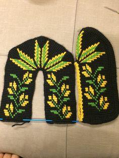Tunisian Crochet Stitches, Diy And Crafts, Slippers, Tunisian Crochet, Espadrilles, Socks, Tejidos, Manualidades, Cross Stitch