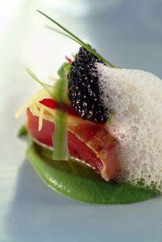 Miramon Arbelaitz): 'Bonito, o atún, marinado' No Salt Recipes, Cooking Recipes, Food Photo, Tapas, Sushi, Panna Cotta, Steak, Rolls, Fruit