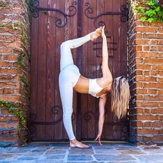 Half Pose ✨ @ashleygalvinyoga & @aloyoga.. Thanks - IG/Yogainspiration