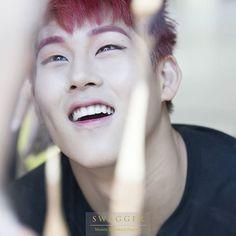 His reaction towarda puppies TuT so cuuuuuute omg my heart can't handle TuT ❤ #leejooheon #jooheon #jooheonsstrawberryhair #jooheonshairporn #jooheonsdimples #주헌 #monstax credits to owner