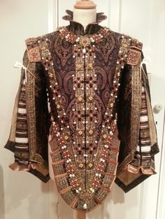 Reproduction of a 17th Century bodice,  part of a Spanish saya that belonged to Isabel de Bourbon. Silk jacquard,  metallic ribbon, metal plates, pearls. Made by Angela Mombers.