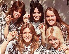 Jackie Fox, Sandy West, Joan Jett, Lita Ford & Cherie Currie in Japan, 1977 9473482 Pop Punk, Punk Goth, Joan Jett, Rock And Roll, Sandy West, Rock Revolution, Cherie Currie, Lita Ford, First Girl
