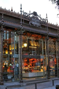 Things to do in Madrid: Mercado de San Miguel Mexico Travel, Spain Travel, Mercado Madrid, Great Buildings And Structures, Modern Buildings, Modern Architecture, Madrid Travel, Foto Madrid, Alicante Spain