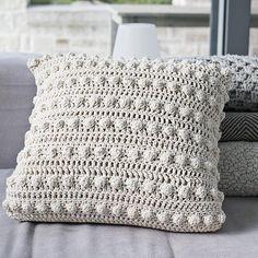 Artículos similares a Bobble pillow Natural en Etsy Knitting For BeginnersCrochet For BeginnersCrochet PatronesCrochet Baby Crochet Cushion Cover, Crochet Pillow Pattern, Crochet Cushions, Knit Pillow, Crochet Patterns, Cushion Covers, Knitting Patterns, Pillow Covers, Crochet Blocks