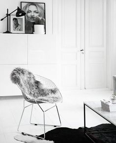 Minimal and chic black and white living room