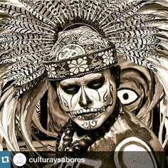 Love the skull paint! Mexican Gods, Mexican Art, Aztec Drawing, Aztecas Art, Aztec Empire, Aztec Culture, Aztec Warrior, Inka, Day Of The Dead Art