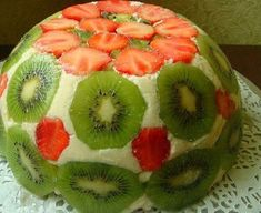 Light summer cake with strawberries and kiwi. Kiwi, Fruit Recipes, Dessert Recipes, Organic Protein Bars, Romanian Desserts, Healthy Vegan Snacks, Summer Cakes, Fondant Decorations, Hungarian Recipes