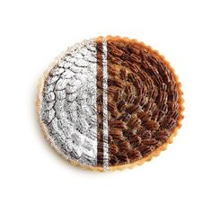 The result of fusing contemporary style with exquisite baking. 👌 #pecan #inez #tart #pecantart #pie #thanksgiving #christmas #modern #simple #clean #mitart #miflavour