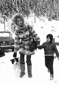 View and license Brigitte Bardot pictures & news photos from Getty Images. Ski Vintage, Photo Vintage, Vintage Poster, Vintage Ladies, Bridgitte Bardot, Winter Chic, Winter Mode, Jane Birkin, Marlon Brando