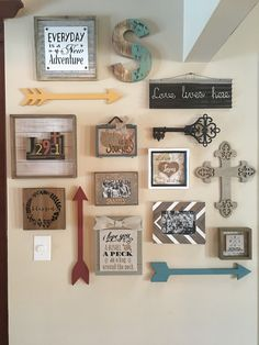 #gallerywall Family Wall Decor, Room Wall Decor, Rustic Farmhouse Decor, Country Decor, Kitchen Gallery Wall, Gallery Walls, Diy Wall Art, Home Decor Accessories, Wall Collage