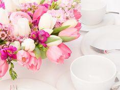 Blumengestecke konfirmation selber machen  DIY-Anleitung: Frühlingshaftes Blumengesteck selber machen via ...