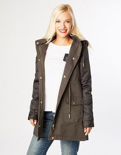 Parka jacket, longsleeve, with detachable hoodie, front and side pockets, cord on the waist and zip/buttons closure. Hoodie Jacket, Parka, Military Jacket, Cord, Buttons, Closure, Pockets, Zip, Hoodies