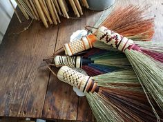 Plant Crafts, Nature Crafts, Brooms And Brushes, Broom Corn, Whisk Broom, Turkey Wings, Pine Needle Baskets, Passementerie, Pine Needles