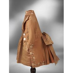 платье девушки и пиджак