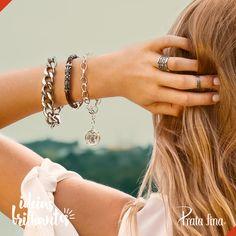 É muita beleza numa foto só! Essas combinações de pulseiras diferentes deixam o visual com muito mais estilo. E PODER! https://www.pratafina.com.br/cat/verao