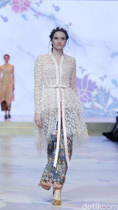 Kebaya Lace, Kebaya Dress, Batik Kebaya, Batik Dress, Lace Dress, Kebaya Modern Hijab, Model Kebaya Modern, Kebaya Hijab, Kebaya Muslim