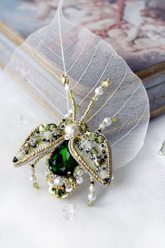 Luxury Beetle brooch pearl white grass green by PurePearlBoutique Bead Jewellery, Seed Bead Jewelry, Jewelry Art, Beaded Jewelry, Jewelry Design, Beaded Brooch, Beaded Earrings, Graduation Gifts For Sister, Beaded Spiders
