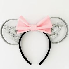 Castle Silhouette Mouse Ears with Custom Bow – Aloha Ears Design Disney Diy, Diy Disney Ears, Disney Mickey Ears, Cute Disney, Disney Style, Minnie Mouse, Mickey Ears Diy, Disney Bows, Disney Ideas