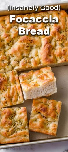Focaccia Bread is a classic Italian breadwith a crisp chewy crust, airy soft center, and amazing garlic rosemary topping. It's easier than you think (and you don't have to wait overnight). There's nothing like the aroma of freshly baked bread and Focaccia is about to become your new favorite. It is considered a flatbread and the texture is similar to pizza dough. It can be made a hundred different ways by changing up the toppings that sit in the classic dimples on top. #focacci Bread Recipe Video, Easy Bread Recipes, Top Recipes, Italian Dinner Recipes, Italian Bread Recipes, Focaccia Bread Recipe, Garlic Bread, Kitchen Recipes, Cooking Recipes