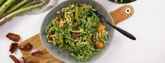 Salade de pâtes aux asperges et au pesto Amuse Bouche Vegan, Gluten Free Recipes, Vegan Recipes, Pasta Salat, Yummy Eats, Sin Gluten, Bon Appetit, Tofu, Asparagus