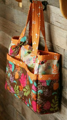 Absolutely love this diaper bag! Quilted Tote Bags, Fabric Tote Bags, Denim Tote Bags, Patchwork Bags, Large Diaper Bags, Bag Patterns To Sew, Handmade Bags, Purses And Bags, Kaleidoscopes