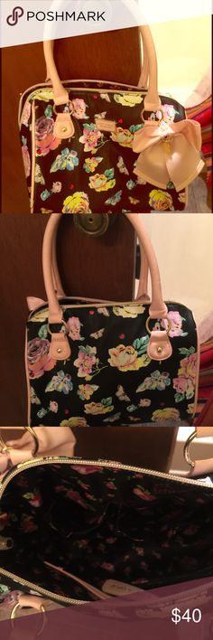 Betsy Johnson purse Floral betsey Johnson purse it's never been used. Betsey Johnson Bags