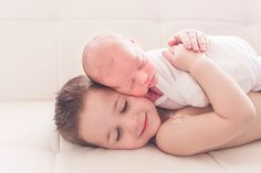 Favorite newborn poses.  Sibling newborn pose. Newborn photography.  https://www.facebook.com/stephaniecottaphotography