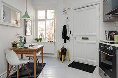 Scandinavian studio apartment inspiring a cozy, inviting ambiance.Like the hanging light! Apartment Kitchen, Studio Apartment, Apartment Living, Kitchen Interior, Apartment Therapy, Small Kitchen Tables, Wooden Dining Tables, Small Dining, Rustic Table