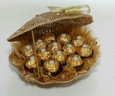 Chocolate Pack, Chocolate Gifts, Wedding Gift Baskets, Wedding Gifts, Chocolate Flowers Bouquet, Candy Arrangements, Bar A Bonbon, Edible Bouquets, Chocolate Wrapping