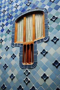 atrium window at casa batllo, barcelona, Antoni Gaudi Architecture Design, Amazing Architecture, Windows Architecture, Barcelona Architecture, Atrium Windows, Windows And Doors, Casa Gaudi, Art Nouveau Arquitectura, Antonio Gaudi