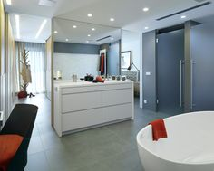 Molins Interiors // arquitectura interior - interiorismo - decoración - dormitorio - principal - suite - baño - bathroom - espejo - mirror - bañera - bathtub
