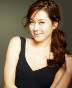 Son Ye Jin ♥♥♥ - pulling off the cute side pony tail. She's my Korean beauty… World Most Beautiful Woman, Beautiful Asian Women, Asian Woman, Asian Girl, Asian Ladies, Korean Beauty, Asian Beauty, Asian Celebrities, Sexy Poses