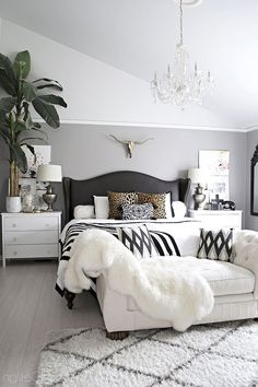 Comfy Eclectic Master Bedroom Decor Ideas and Remodel - bedroom furniture ideas Huge Bedrooms, Huge Master Bedroom, Master Bedroom Design, Home Decor Bedroom, Cozy Bedroom, Pretty Bedroom, Bedroom Designs, Bedroom Wall, Master Bedroom Furniture Ideas